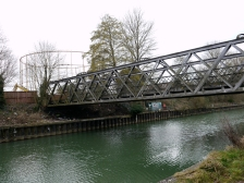 The Destructor Bridge with the last remaining - and soon to be demolished - gasometer behind.