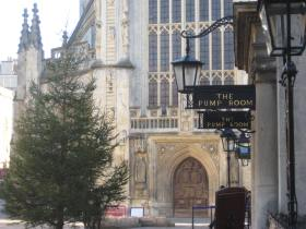 The tree has gone up in Abbey Churchyard