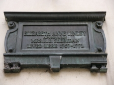 An example of a commemorative plaque erected to mark the home of Elizabeth Linley.