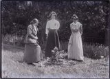 Suffragettes Adela Pankhurst, Kitty and Annie Kenney 1910 © Bath in Time
