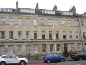 There are no door-ways on this first section of façade on the north side of Great Pulteney Street.