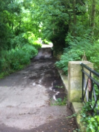 The route from the Grosvenor Bridge leading to the canal towpath.