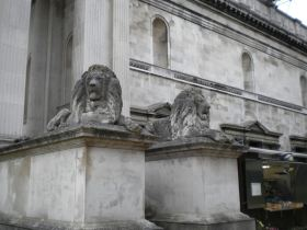 The lions outside the Fitzwilliam Museum in Cambridge.