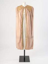 Jeanne Lanvin Pale pink wool cloth evening cape decorated with gold kid leather appliqué, about 1936