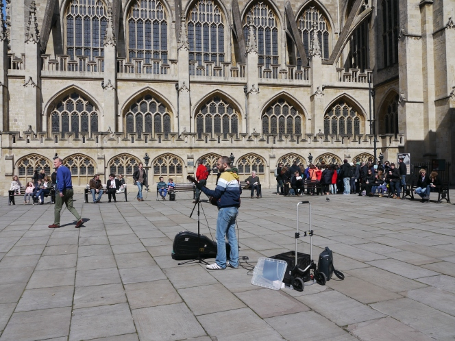 Buskers invited into Bath Abbey to perform