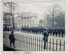 On parade in Great Pulteney Street 1915. © Bath in Time