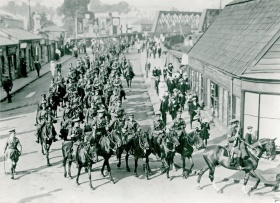 Military parade on Midland Road in Bath. © Bath in Time