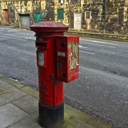 The rather neglected George Rex box in London Road - complete with now defunct stamp dispenser.
