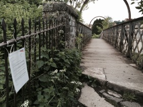 The Hampton Row footbridge with attached notice!