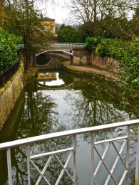 The canal as it passes through Sydney Gardens.