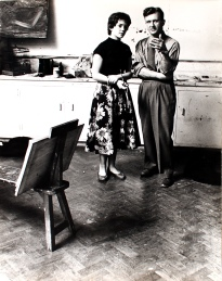 Adrian Heath instructs a Bath Academy of Art student in1957
