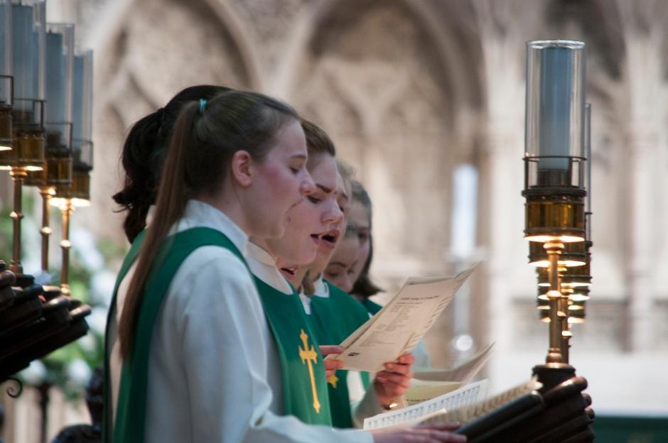 12 Girls singing choir stalls 19 Feb 17