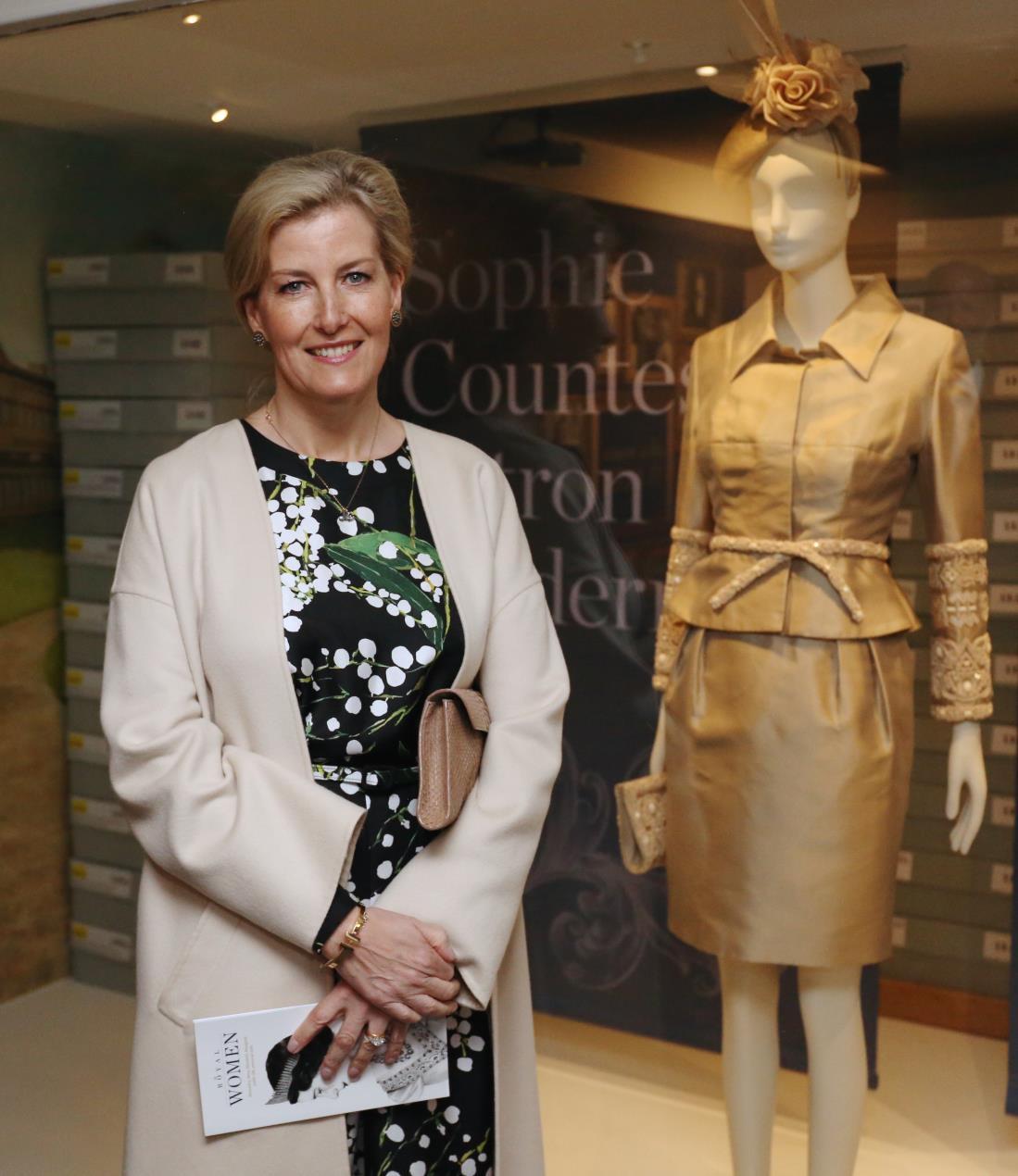 Countess_Fashion_Museum_Visit_16